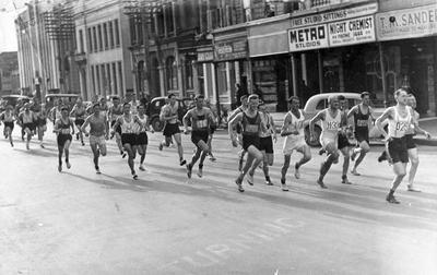 Runners on Victoria Street