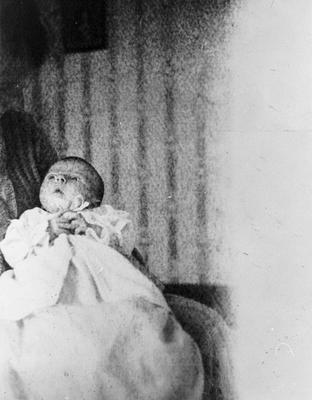 Baby Barbara Graham aged 2 1/2 weeks old