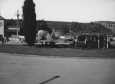 Corsair fighter plane on Hamilton Railway Station lawn