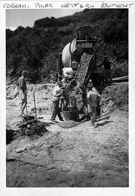 Pile foundations for Cobham Bridge