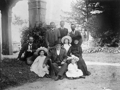 Wallis and Picken family at funeral of H. Wallis