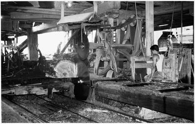 Manunui or Ongarue - mill interior - breaking down