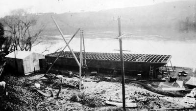 A barge at Smeeds Quarries