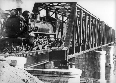 First train across the new Ngaruawahia railway bridge