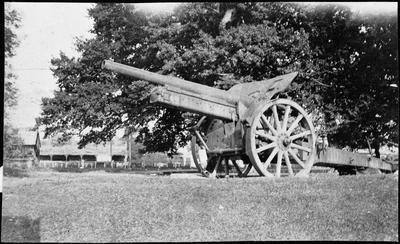 Artillery gun (WWI) in Octagon. Ngaruawahia