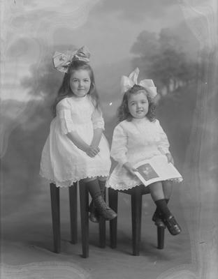 Two small girls - McKenzie