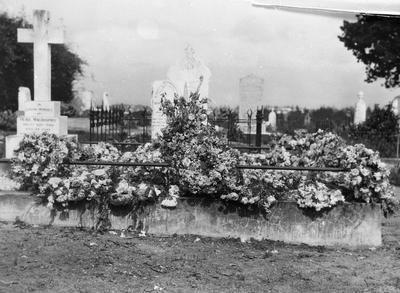 Hamilton East Cemetery - Grave of Alice Graham