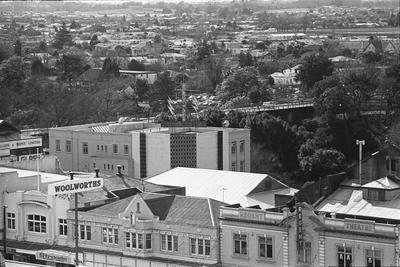 Elevated view of Claudelands Road Bridge from Victoria Street