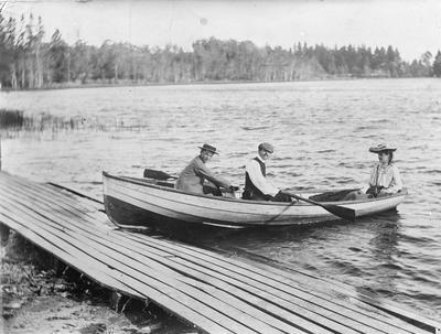 Clinker dinghy at lake boat ramp