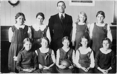 Frankton School's girls basketball team