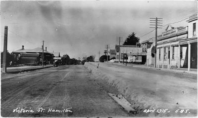 """Victoria Street. Hamilton April 1915"""