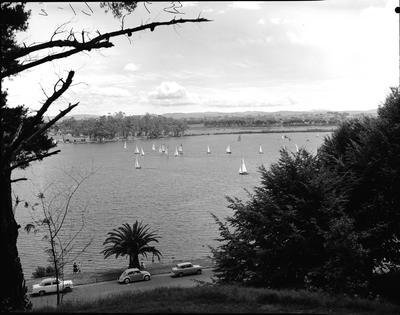 Yachting on Hamilton Lake