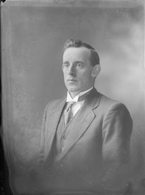Portrait of man - Gray