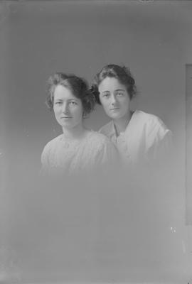 Portrait of two women - Peace
