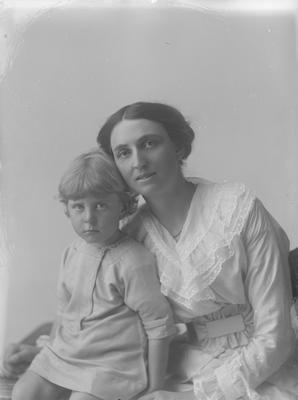 Portrait of a woman with small boy - Roche