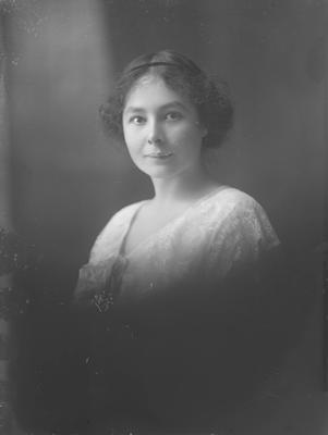 Portrait of woman - Reece
