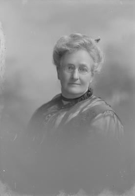 Portrait of woman - McNide