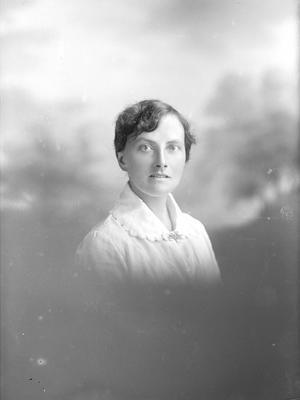 Portrait of woman - Oakden