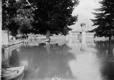 Waikato Railway Bridge and flour mill at Ngaruawahia during 1907 flood