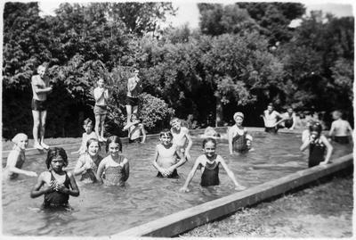 Orini School children in swimming pool