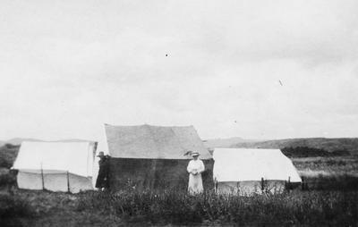 Raynes family camping at Raglan