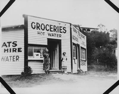 Groceries and tea rooms at Raglan