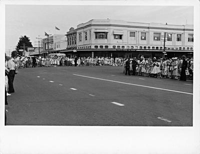 Crowds line the corners of Hood Street and Victoria Street