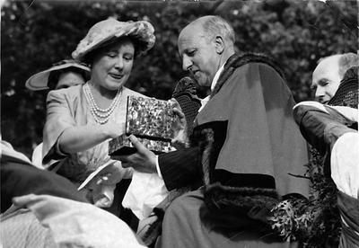 The Queen Mother and Mayor Braithwaite