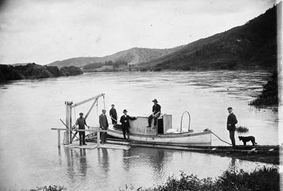 A launch at Taupiri deliving food during the 1907 flood