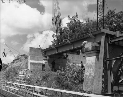 Claudelands Road traffic bridge under construction