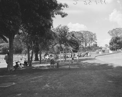 Hamilton Lake playgrounds near tearooms