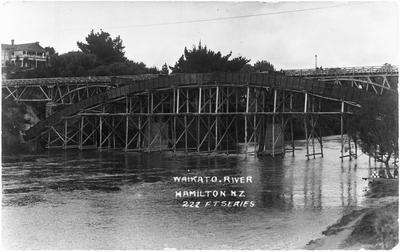 Traffic Bridge, Hamilton under construction