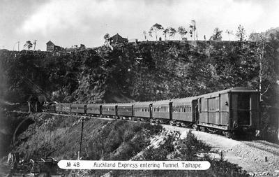 Auckland Express entering tunnel at Taihape
