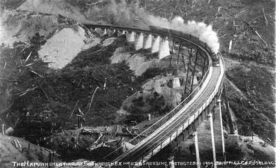 Through Express crossing the Hapuawhenua viaduct