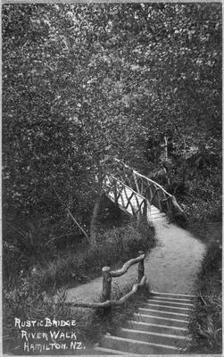 Rustic bridge, Hamilton River walk