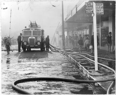 Fire in Victoria Street (Henderson's Shoe Store ?)