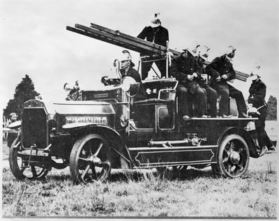 Hamilton Fire Brigade - 1916 Dennis - solid tyres