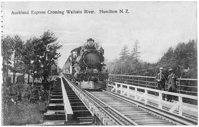 Auckland Express crossing Rail Bridge, Hamilton