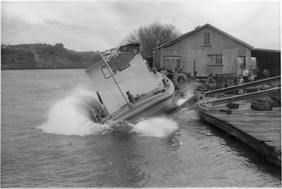 Boat being launched on Pukekawa side Mercer