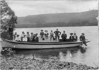 Rawhiti launch on Waikato River