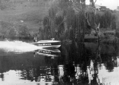 """""""Miss Mercer"""" speedboat on Waikato River ?"""