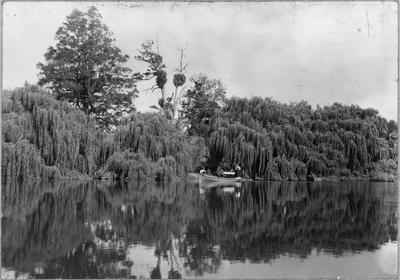 Roose boat on Waikato River