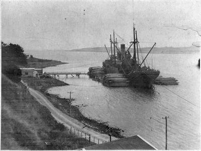 """""""Gabriela"""" at Port Waikato about 1920 - loading timber"""