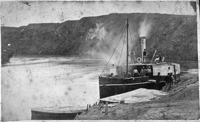 "Steamer ""Bluenose"" on Waikato River at Hamilton"
