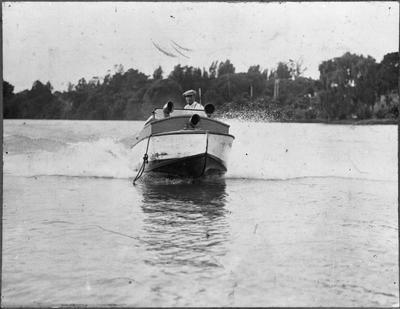 Speedboat - Roose at the helm
