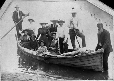 Ida Vercoe - group photo - small boat