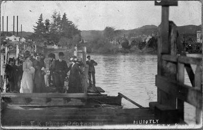 Huntly - punt crossing river