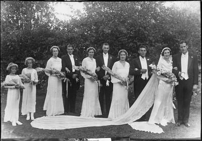 Mabel Innes wedding party