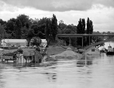 Roose Shipping Co. during flooding