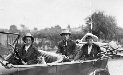Harry Fow and others in a motor car